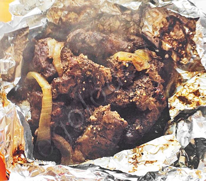 Мясо запеченное в духовке с черносливом.