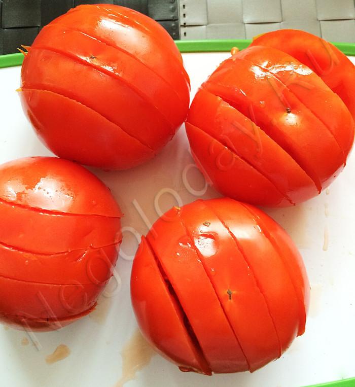 Надрезаем помидоры (не до конца). Рецепт Negoloday.Ru
