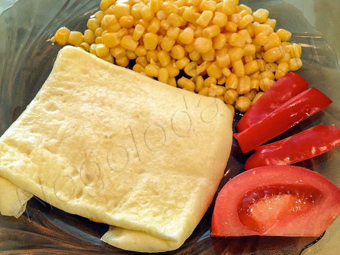 Омлет, помидоры, кукуруза - завтрак для похудения