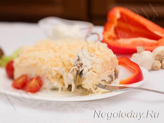 Чудесный салат с грибами и куриной грудкой – полезный и питательный
