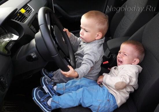 Ребенок не хочет делиться рулем