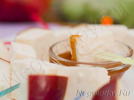 Легкий сыр с медом и яблоками