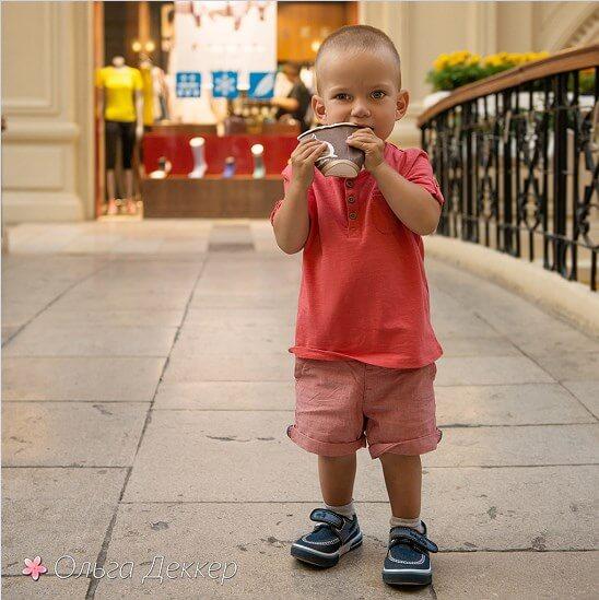 Мальчик с стаканом молока