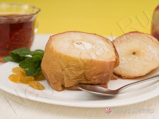 Яблоко с творогом и изюмом