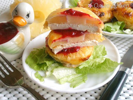 Запеченая курица с ананасами и сыром