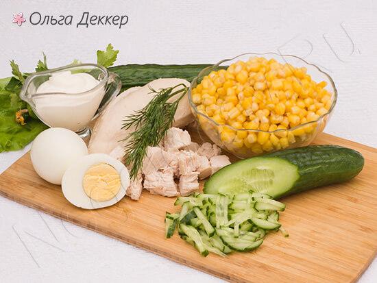 Продукты для салата с курицей и кукурузой
