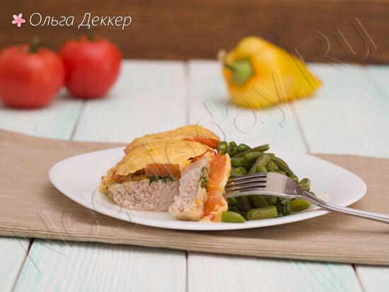 Свинина отбивная под сыром с помидорами