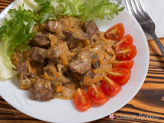 Нежная телятина с овощами и салатом