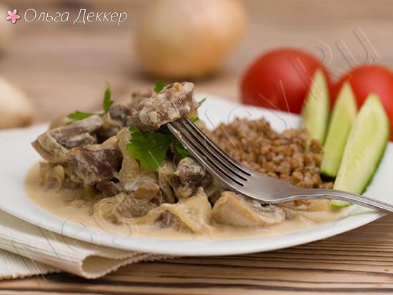 Нежное мясо телятина с грибами и сливками
