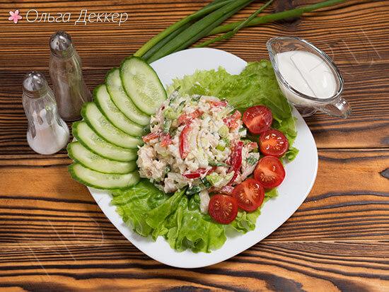 Низкокалорийный салат с грудкой и пекинской капустой