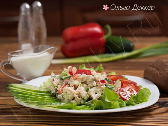 Салат с вареной куриной грудкой и пекинской капустой