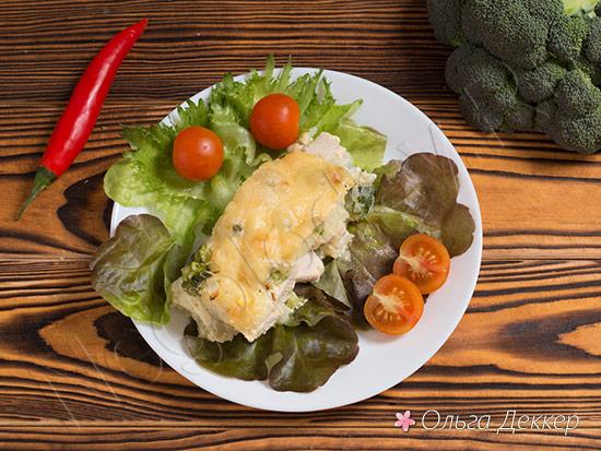 Цветная капуста с грудкой и помидорами