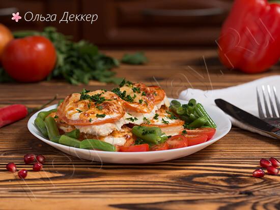Низкокалорийная куриная грудка с помидорами