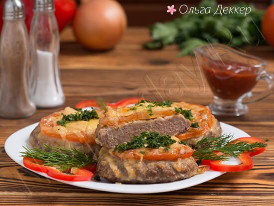 Низкокалорийный бифштекс с помидорами и сыром