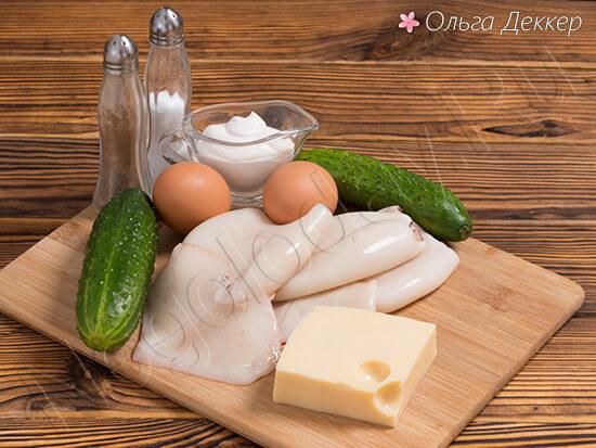 Продукты для салата из кальмаров с огурцом