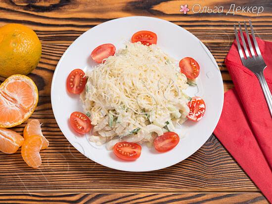 Салат из кальмаров с огурцом и сметаной