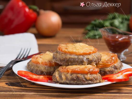Вкусный бифштекс с помидорами